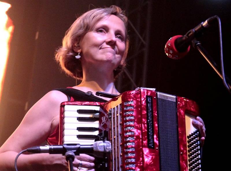 VISACÍ ZÁMEK a TŘI SESTRY v jabloneckém Eurocentru přilákali 900 fanoušků. Koncert trval přes tři hodiny.