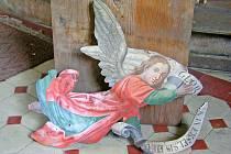 Předměty nalezené vútrobách kostelíku.