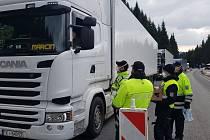 Velvyslanectví Polské republiky požádalo Policii České republiky o spolupráci a pomoc při zajištění distribuce potravin a nápojů pro řidiče na hraničních přechodech.