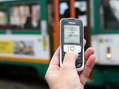 Stačí poslat SMS zprávu a má cestující platnou jízdenku.