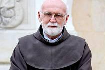FARÁŘ V KOSTELE SV. ANTONÍNA PADUÁNSKÉHO. Pavel Černý vyměnil kariéru bankéře za řádové jméno Bartoloměj a službu u farníků v libereckých Ruprechticích.