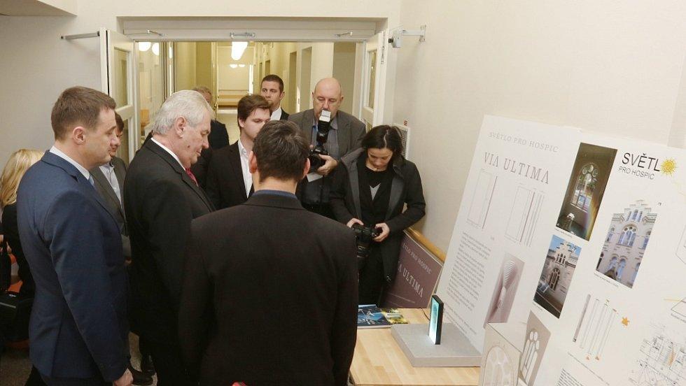 Prezident Miloš Zeman si prohlédl nový hospic v Liberci.