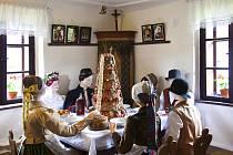 SVATBA na přelomu 19. a 20. století trvala nejméně tři dny.  Součástí hostiny byl v Pojizeří typický vrstvený koláč, předchůdce dnešních dortů.