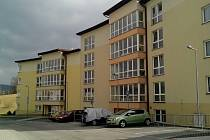 Sociální byty v novozástavbě v ulici Krejčího. Hned vedle jsou byty s pečovatelskou službou.