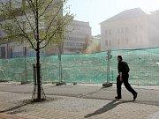 Jeden ze symbolů Liberce pomalu mizí v sutinách.Foto ze 14. dubna 2009.