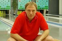 Kuželkář Jankovec z Lokomotivy Liberec podpořil svůj tým při výhře nad Kovářskou.