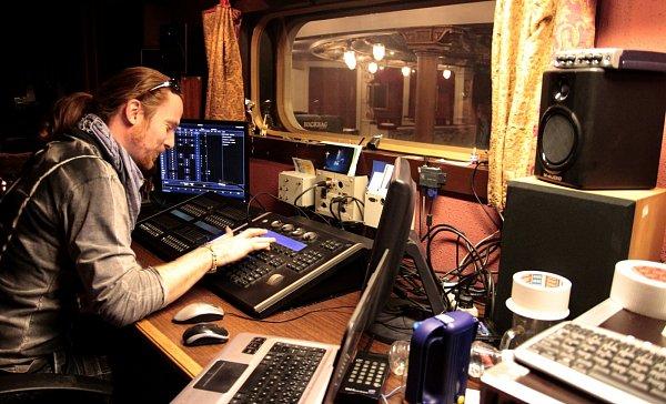 PAVEL HEJRET pracuje vDivadle F. X. Šaldy již šestnáct let. Za tu dobu zde připravil světla pro 150představení.