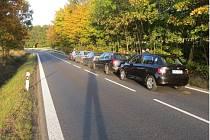 Škody řetězové nehody přesáhnou sto tisíc.