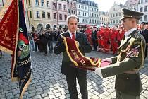 Hejtman Libereckého kraje Stanislav Eichler při udělování ocenění záchranářům, kteří pomáhali při srpnových povodních.