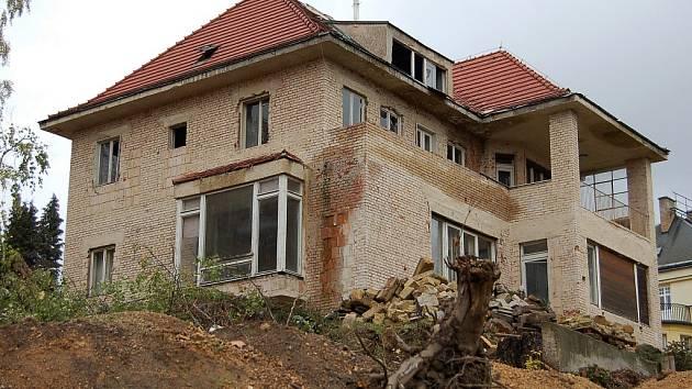 BÝVALÁ HENLEINOVA VILA byla postavena v roce 1937 ve stylu pozdního funkcionalismu.