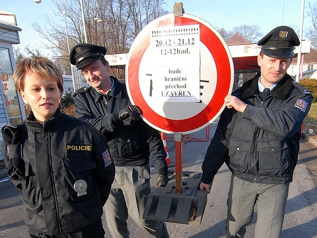 Zřejmě jedna z největších oslav vstupu do schengenského prostoru se dnes odehraje v Hrádku nad Nisou, kde se již ve čtvrtek na slavnost připravovali Iveta Švejkovská či Petr Vondra (vpravo).