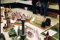Terminátor v životní velikosti a dalších 250 papírových modelů budou k vidění v libereckém Koloseu, kam se opět po roce vrátila výstava Licard Model Show.