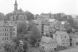 Pohled na již zbořený evangelický kostel na nám. Českých bratří.