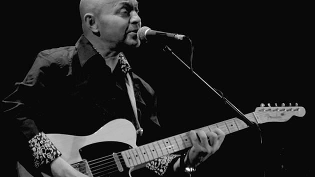 ROBERT NEBŘENSKÝ. Frontman kapely Vltava.