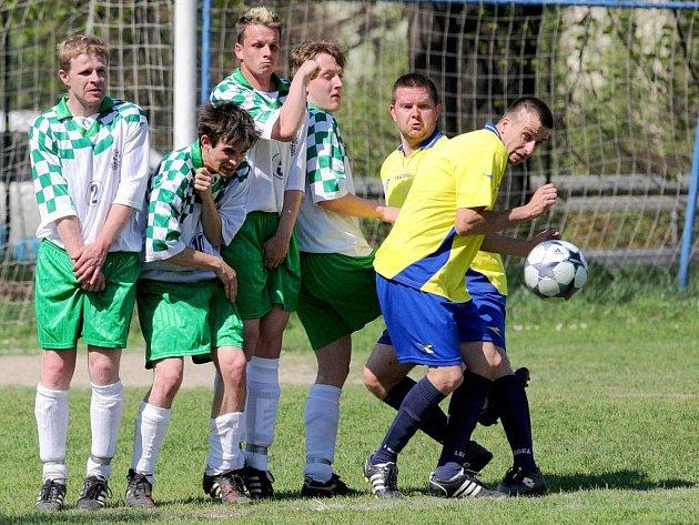 Zápas fotbalové I. B třídy Krásná Studánka (hráči ve žlutém) – Hrádek B bude mít své opakování