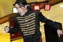 U příležitosti promítání filmu This Is It o zpěváku Michaelu Jacksonovi se uskutečnila v OC Nisa v Liberci kulturní akce, kde vystoupil imitátor slavného zpěváka a proběhla módní přehlídka.