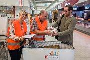Obchodní řetězec Kaufland uspořádal první ročník vlastní potravinové sbírky. Na snímku z 8. září je potravinová sbírka v liberecké prodejně.