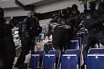 Nácvik policejního zásahu v liberecké aréně.