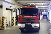 V České Lípě hořelo ve výrobní hale autobaterií. Škoda je šest milionů korun