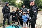 Policisté rozdávali užitečné rady na příměstském táboře.