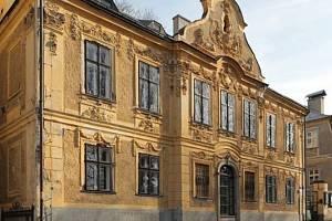 Klasicistní dům U dvou sfing - fara Církve československé husitské v Liberci.