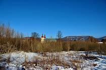 Město chtělo na dvouhektarovém pozemku na Skalním městě v Hejnicích postavit třináct nových domů pro mladé rodiny.