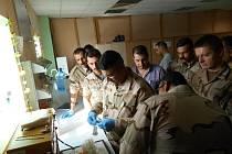 Liberečtí laboratorní specialisté v Iráku.