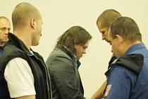 DANIEL DRÁBEK (v pozadí) měl podle obžaloby množství ricinu, které by zabilo až 170 lidí.