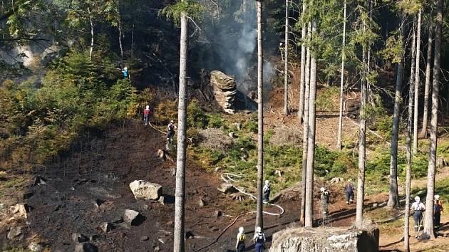 Požár lesní paseky nedaleko Kacanov.