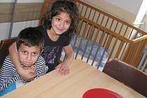 DĚTI SI NA pobyt v náhradním domově zvykají rychleji než jejich maminky.