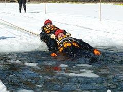 Cvičení záchranářů na přehradě v Liberci.