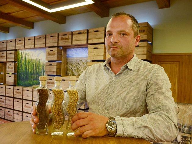 SLÁDEK PIVOVARU SVIJANY Petr Menšík garantuje, že slad použitý na výrobu tmavé Svijanské Kněžny neobsahoval mykotoxiny. Potvrdila to autorizovaná státní laboratoř, nejvyšší autorita v oboru.
