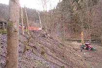 Zničená silnice u Kryštofova Údolí.