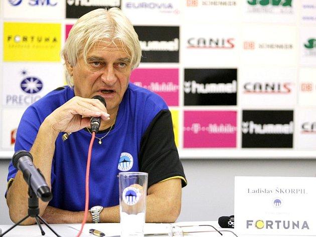 """Když budeme v listopadu zachráněni, dá se říci, že jsme ve hře o evropské poháry,"""" prohlásil pragmaticky trenér Škorpil."""