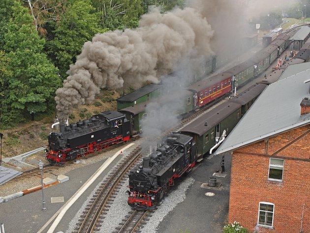 Oblíbenou atrakcí je společný výjezd dvou parních lokomotiv najednou z nádraží Bertsdorf, která je vděčným motivem nadšených fotoamatérů. V letošní sezóně se tato podívaná koná 4x denně.