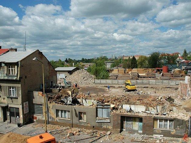 prostor při demolici vstupu do staré masny vroce 2008.