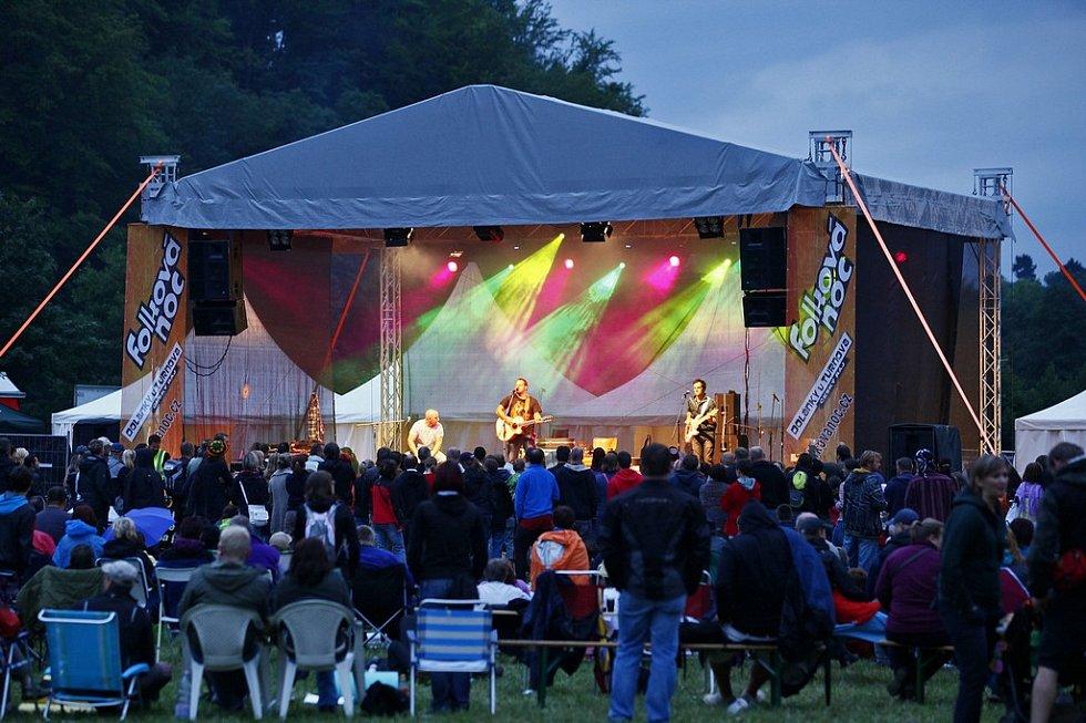 FOLKOVÁ NOC se letos konala v Dolánkách u Turnova a poprvé trvala dva dny.