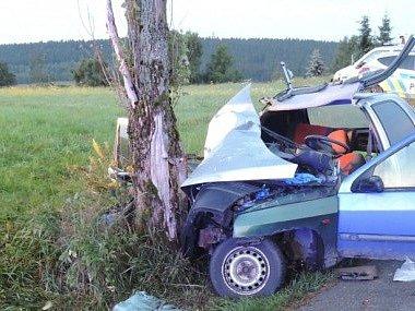 Tragická nehoda v Jeřmanicích si vyžádala dva zraněné a jednoho mrtvého.