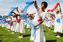 Několik tisíc cvičenců se o víkendu setkalo na Sokolském sletu v Liberci. V sobotu se cvičenci sešli během slavnostního zahájení před libereckou radnicí a jejich program vyvrcholil v neděli odpoledne v areálu městského stadionu.