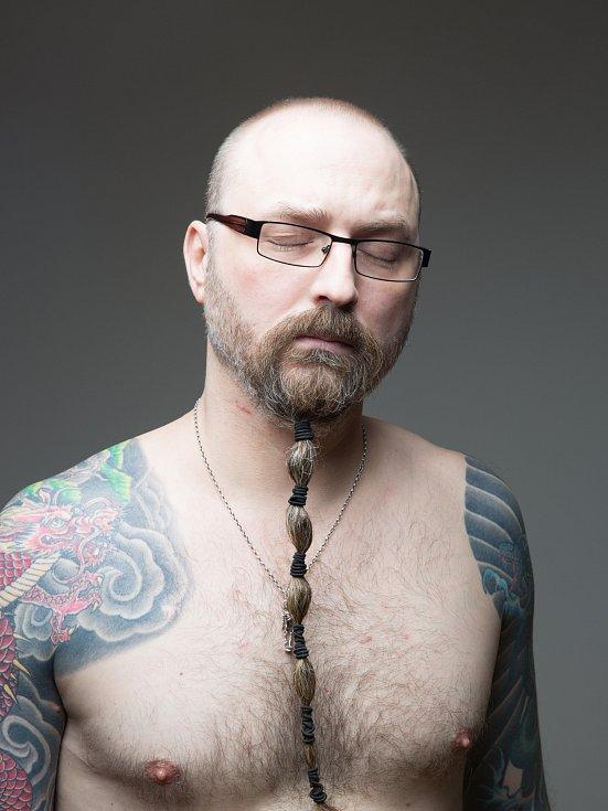Miloslav Ondráček; sanitář na gynekologickém operačním sále, technik od skupiny VAR.