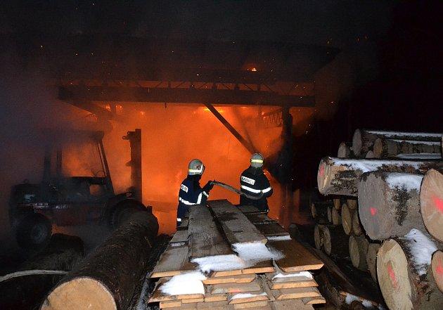 Požár pily vRoztokách uSemil.