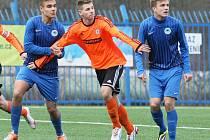 DVA REPREZENTANTI VE SLOVANU. Vlevo je Matěj Chlumecký a vpravo ze slovenské U19 Jakub Kastelovič.