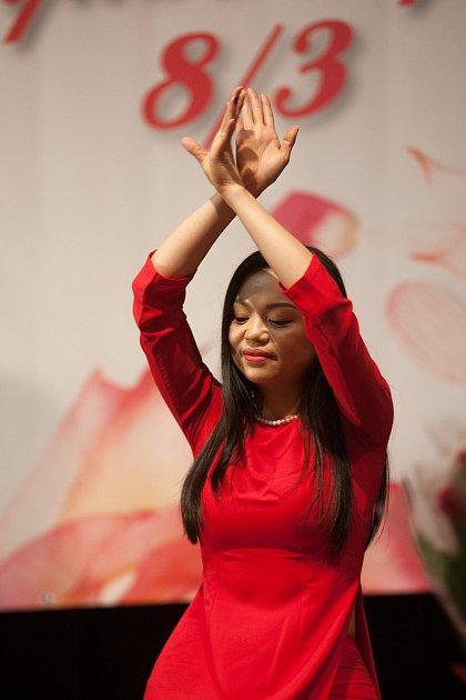Vietnamské oslavy MDŽ vlibereckém Koloseu