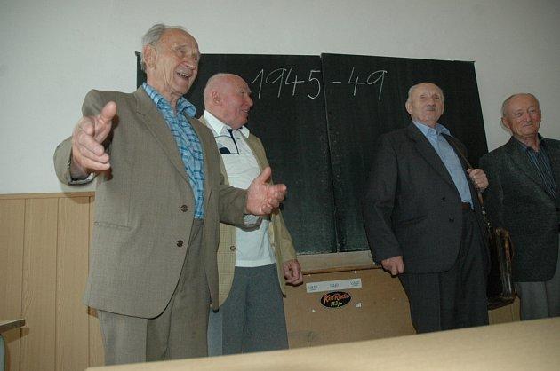 Generace studentů se sešla po 58 letech.