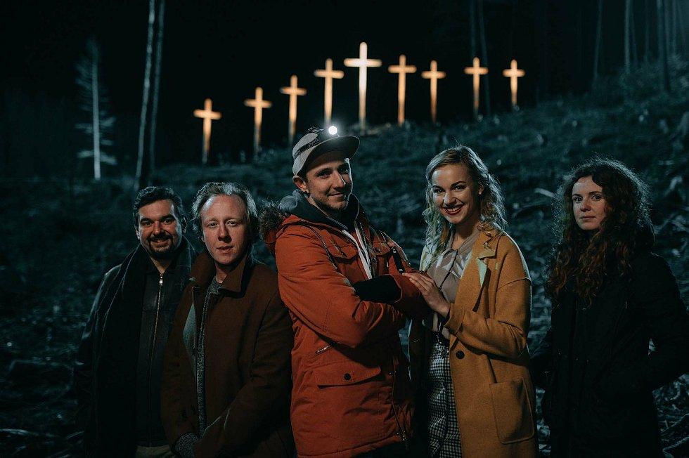 Filmaři představí komedii Shoky & Morthy: Poslední velká akce osobně v Semilech.