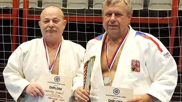 Veteráni Vagner a Kohout z JC Liberec skončili na Mistrovství Slovenska veteránů v judu ve svých kategoriích druzí.