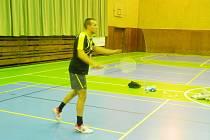 MICHAL WALENTEK, polská posila Badmintonového klubu TU v Liberci, vyhrál v obou utkáních 3. kola 1. celostátní ligy smíšených družstev své dvě rozhodující dvouhry a přispěl výrazně k oběma cenným výhrám svému týmu.
