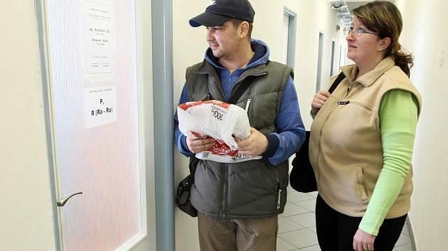 DANĚ SE BLÍŽÍ. Do podání daňového přiznání zbývá Liberečanům už jen několik dní. Liberecký finanční úřad doporučuje využít pomoci pracovníků úřadů nebo daňového poradce. Pro potřeby lidí úřad prodloužil pracovní dobu a zvýšil počet pracovníků.