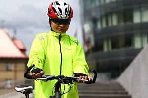 Unikátní cyklistická bunda, nahrazující signalizaci.