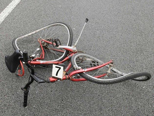 JÍZDA NA KOLE MŮŽE SKONČIT TRAGÉDIÍ. Všichni by se proto měli řídit cyklistickým desaterem, ale především svým vlastním rozumem. Ilustrační foto.